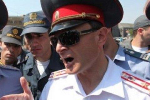 Силовики взяли под контроль ведущие в Ереван автотрассы