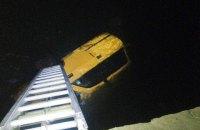 В Хмельницкой области автомобиль упал в реку: два человека погибли
