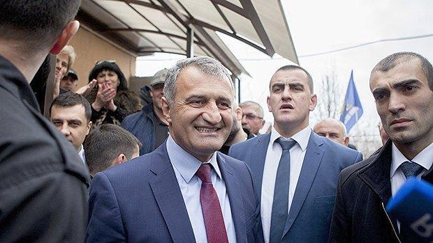 Анатолий Бибилов после голосования