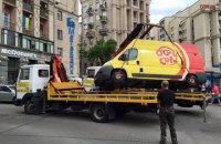 Центр Киева начали зачищать от машин с кофе и шаурмой