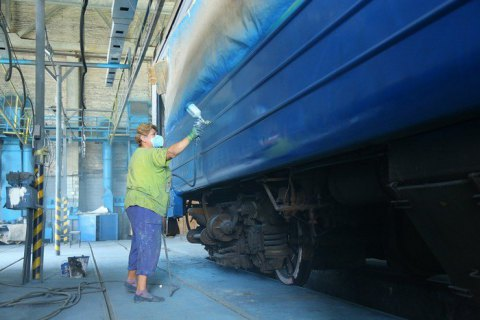"""""""Укрзалізниця"""" змушена щомісяця перефарбовувати до 25 вагонів через графітчиків"""