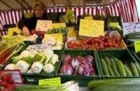 В Україні продовжують дешевшати овочі та фрукти