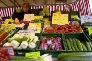 В Украине продолжают дешеветь овощи и фрукты