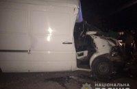 10-летний мальчик погиб при столкновении микроавтобуса и ЗИЛа в Черновицкой области