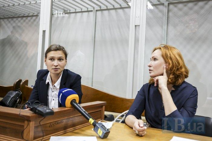 Яна Дугарь і Юлія Кузьменко на засіданні суду