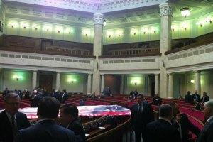 Журналистов после переговоров с Литвином пустили в Раду