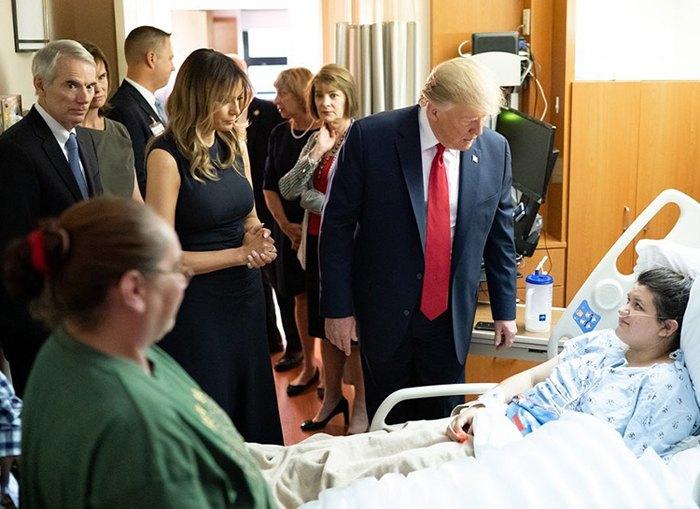 Дональд і Меланія Трамп відвідали постраждалих від стрілянини в Дейтоні і Ель-Пасо після звинувачень в байдужості