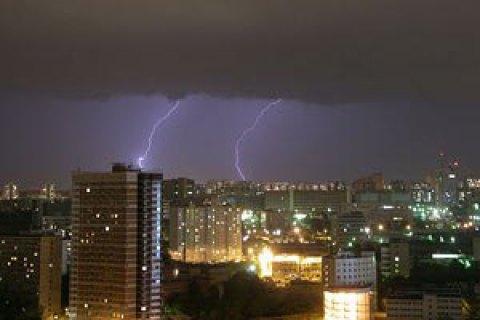 У понеділок у Києві грози, до +32 градусів