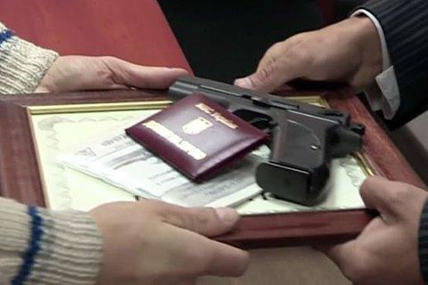 Верховний Суд дозволив Міноборони таємно нагороджувати громадян зброєю