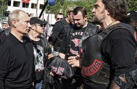 Неизвестные на бронемашине напали на дружественный Путину байкерский клуб