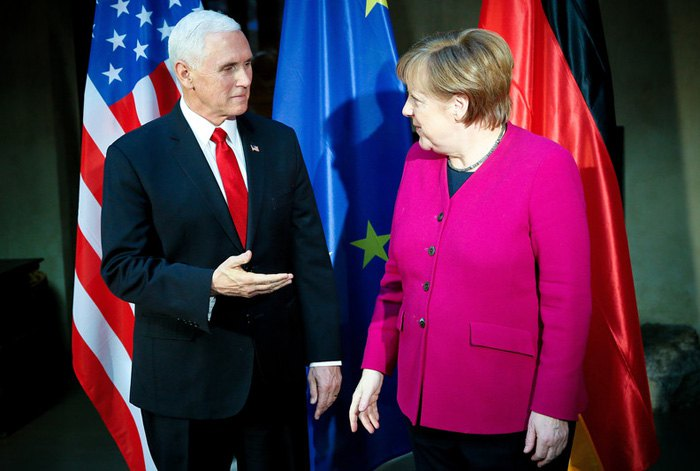 Вице-президент США Майк Пенс и канцлер Германии Ангела Меркель во время встречи на 55-й Мюнхенской конференции по безопасности, 16 февраля 2019.
