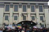 Посольство России в Киеве забросали зеленкой и яйцами