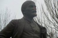 В Мелитополе изуродовали и обрисовали памятник Ленину