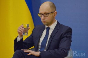 Стала известна зарплата Яценюка