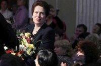 Ради жены Януковича на крыльце театра выстроилась элита