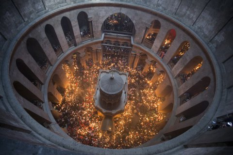 В Єрусалимі зійшов Благодатний вогонь
