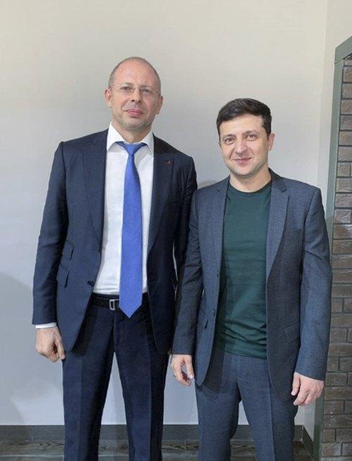Олег Вишняков та президент України Володимир Зеленський у травні 2019