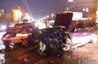 На мосту Патона в жорсткій лобовій аварії загинув один з водіїв