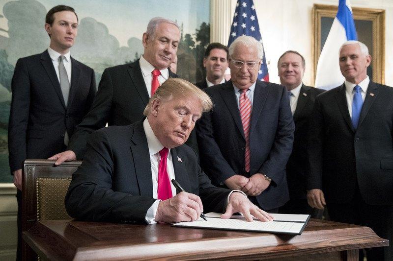 Трамп подписал документ о признании Голанских высот территорией Израиля