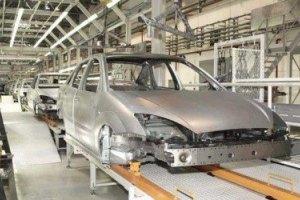 Производство автомобилей с начала года упало в два раза