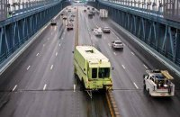 На мосту Патона встановлять пересувний відбійник