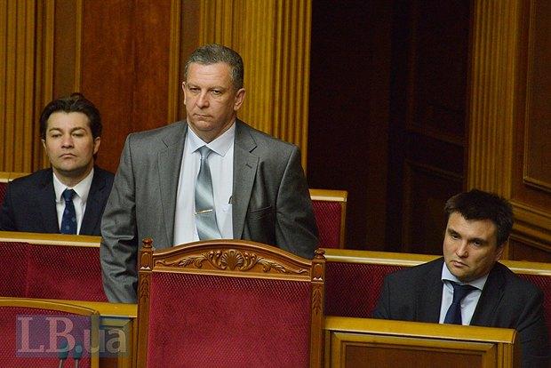 Андрей Рева(стоит)