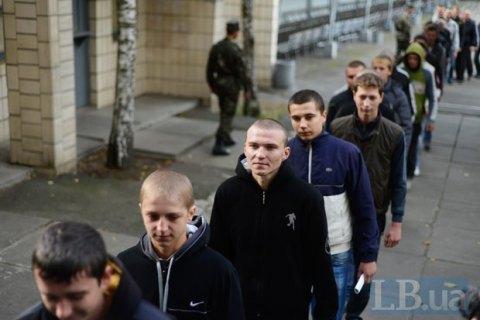 Восени на строкову службу планують призвати майже 14 тис. українців, - джерело