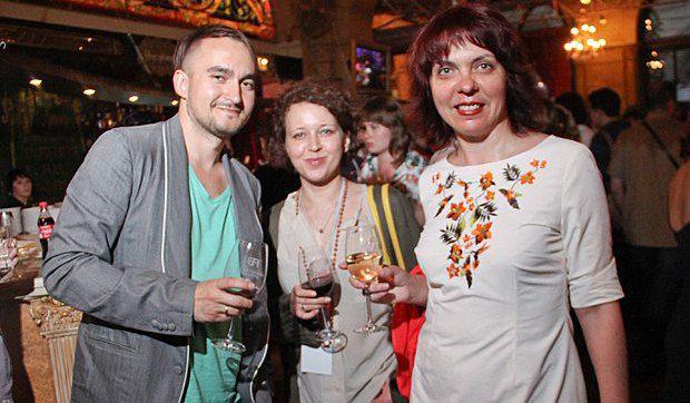 Богдан Коровец, Дина Мина (справа)