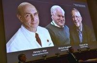 Нобелівську премію з медицини отримали троє вірусологів зі США і з Великобританії