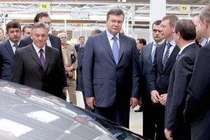 Янукович одобрил утильсбор на авто вопреки ультиматуму ЕС