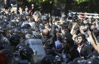 У Єревані відбулися сутички між протестувальниками і поліцією, постраждали 46 людей (оновлено)