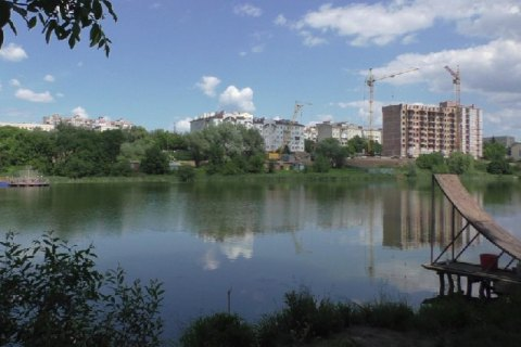 Двоє дітей потонули в ставку в Чернівцях