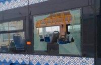 Подростки разбили окно в вагоне скоростного трамвая в Киеве