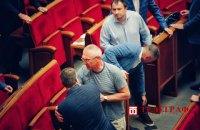 """Нардеп Івченко вдарив """"слугу народу"""" Сольського в сесійній залі Ради"""