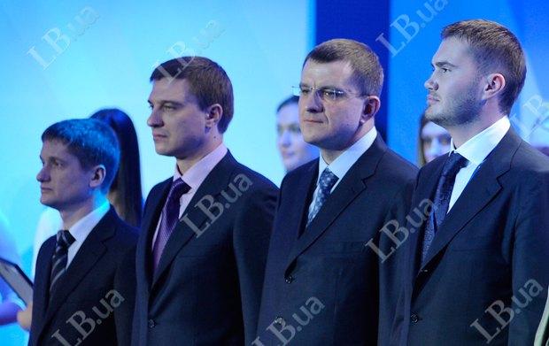 Во время церемонии награждения. Рядом с Виктором Януковичем - Богдан Новицкий, экс-президент Автомобильной Федерации Украины
