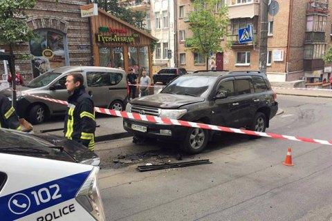 У центрі Києва вибухнув автомобіль, постраждав чоловік (оновлення)