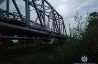 В Барышевке подросток погиб при попытке сделать селфи на железнодорожном мосту