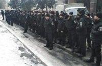 """Полицейские с """"немым укором"""" постояли возле Шевченковского суда"""