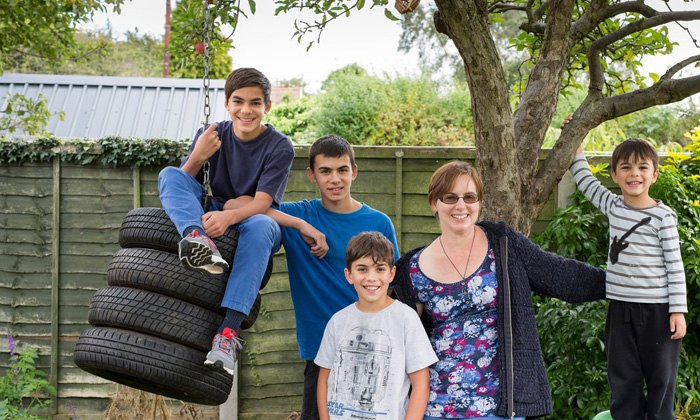 Британка Алісія Хімасія з синами-хоускулерами Джосія, Ілайя, Ноа і Зефан, Ковентрі.