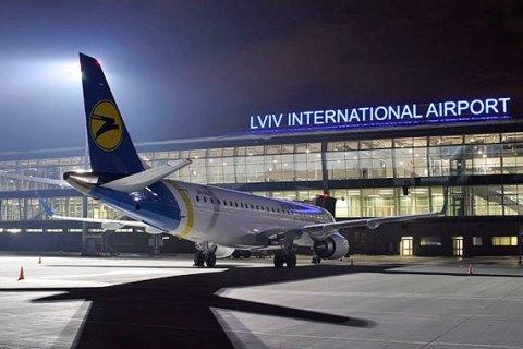 """В аеропорту """"Львів"""" через погодні умови і техпроблеми скасували три авіарейси, ще два затримали"""