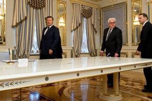 Янукович вилетів до Харкова