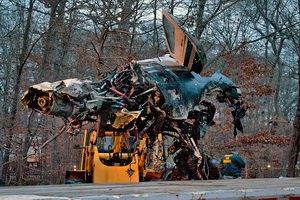 В США самолет рухнул на шоссе и взорвался