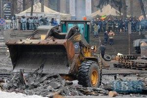 Комунальні служби почали прибирати вулицю Грушевського