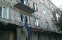 Военные показали повреждения от обстрела боевиками жилых домов в Новотошковском