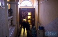 Майдановцы покидают Октябрьский дворец