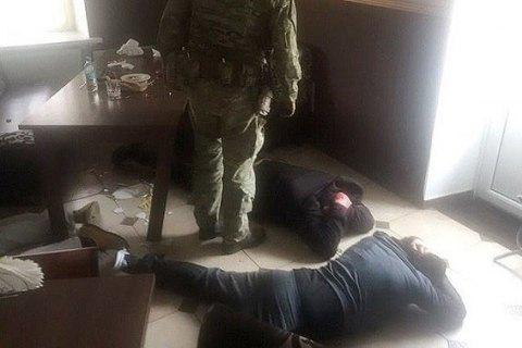 В Хмельницкой области задержали банду с уголовным авторитетом и полицейским в составе
