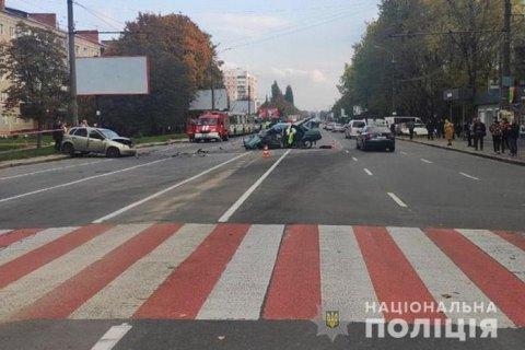 В Хмельницком водитель спровоцировал тройное ДТП и скрылся