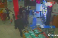 В Киеве в магазине напали на охранника, пострадавший в реанимации
