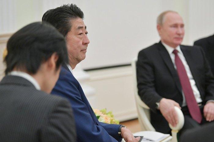 Президент РФ Володимир Путін і прем'єр-міністр Японії Сіндзо Абе на прес-конференції після переговорів у Кремлі, Москва, 22 січня 2019.