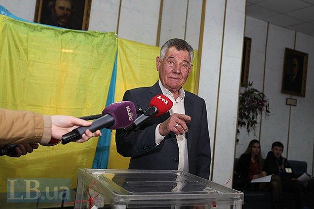 Запятнанная кровью репутация Омельченко не отпугнула от него избирателей